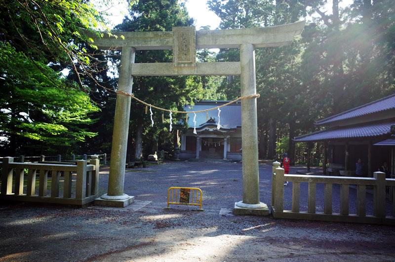 荘厳な穂積神社
