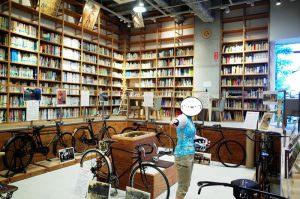 自転車文化センターにはたくさんの蔵書が!