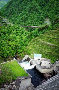 ダムからの眺めはすごい