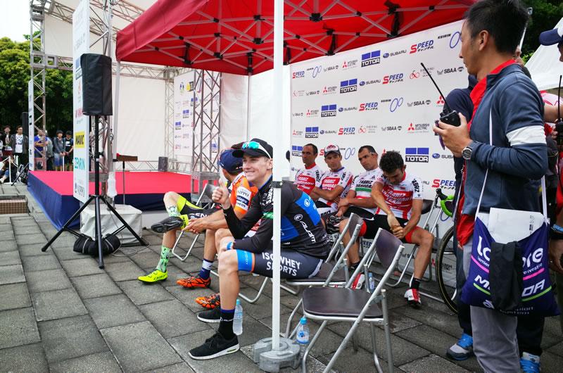 ステージ優勝したサム・クローム選手。