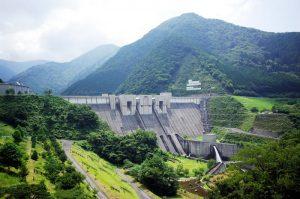 長島ダム駅の目の前がダム