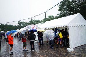 大雨の中、激坂ヒルクライムに出る皆さん