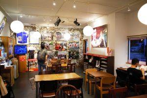 1階はカフェでカンチェラーラ特集の展示が