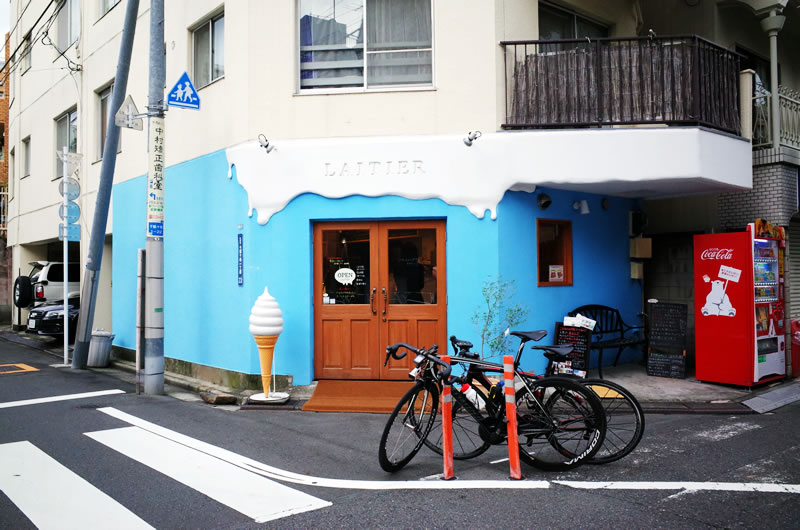次なるお店はソフトクリーム専門店LAITIER