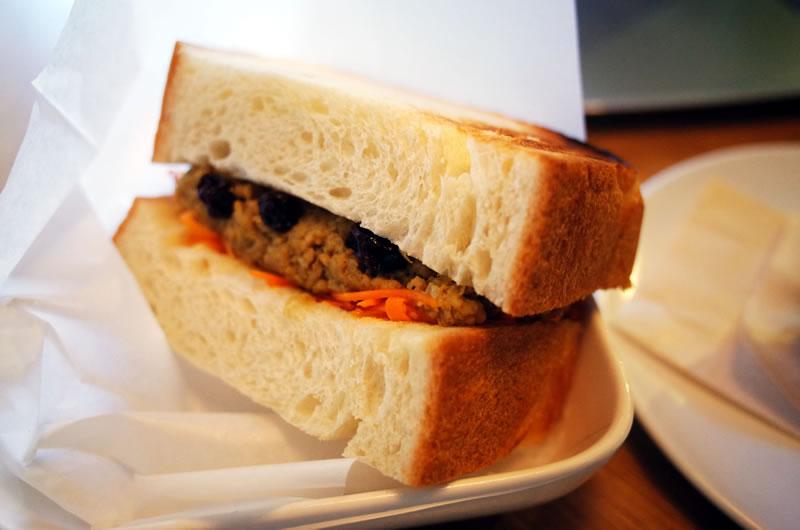 キーマカレーのサンドイッチは美味しそうでした