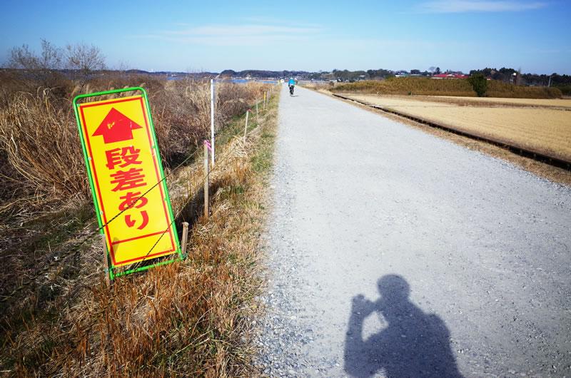 ロードバイクカメラには未舗装路のガタガタに耐える堅牢性が必要