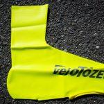 velo TOZEはゴム手袋がシューズカバーになった感じ