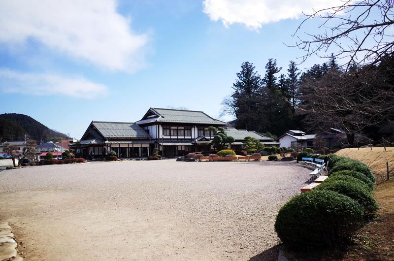 日本家屋と庭園を楽しめたりする