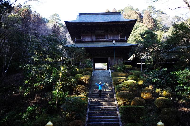 雲岩寺の立派な門!