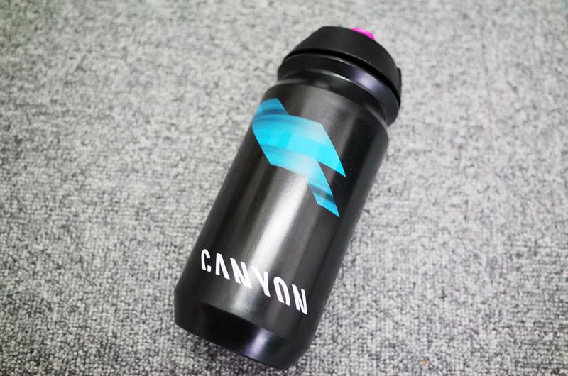 真っ黒いボトル、カッコイイです(*´ω`*)