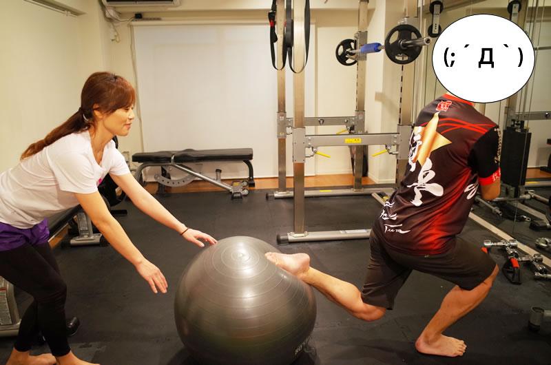 バランスボールで左右の筋力差を解消するトレーニング