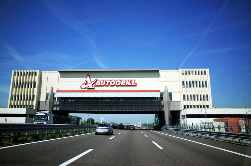 イタリアの高速のサービスエリア