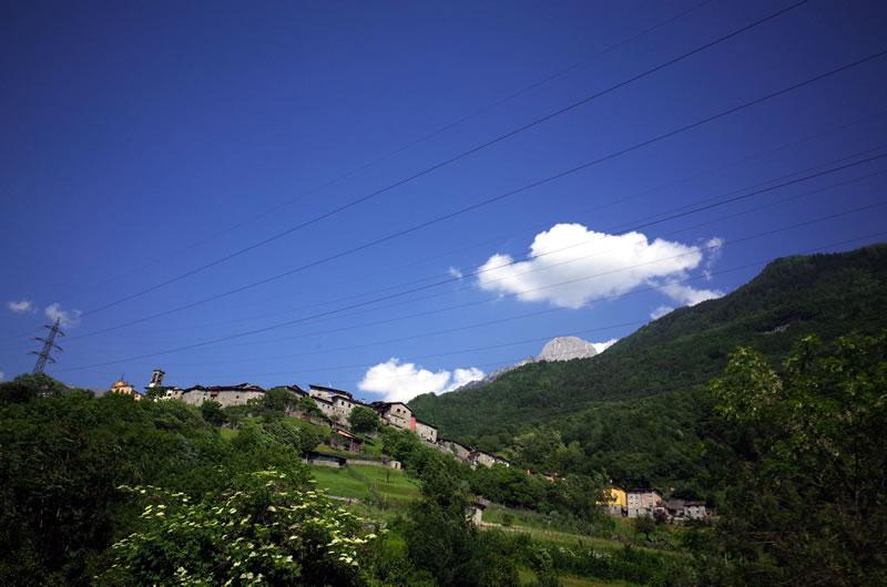山の上に教会が