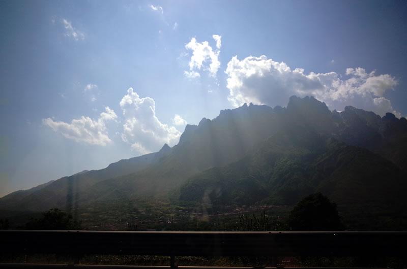 神々しい山が絶景