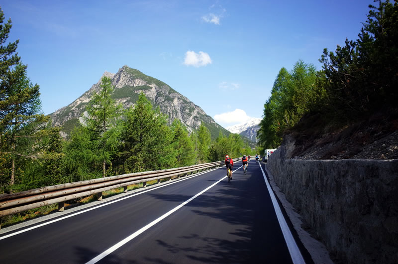ステルヴィオ峠に歩いて上るんですか(゚Д゚;)