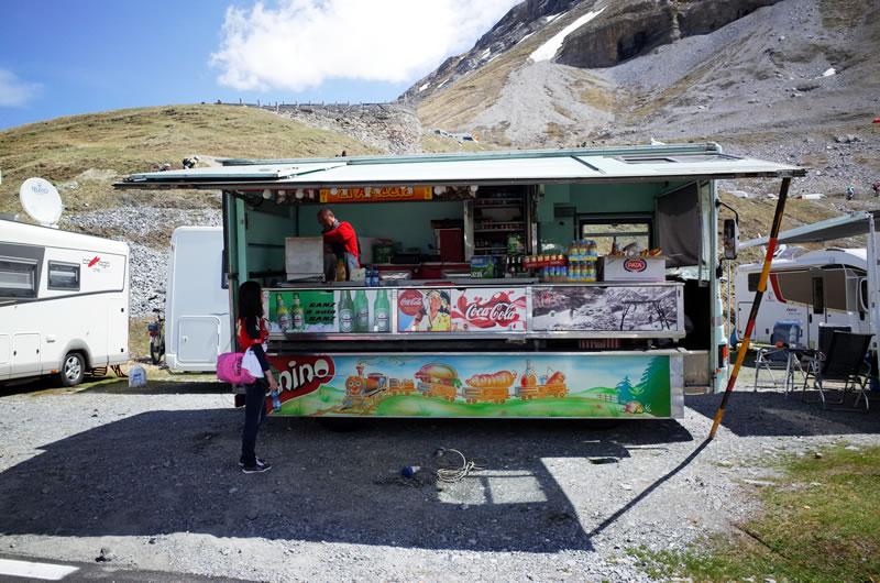 ステルヴィオ峠で補給場所を探すのは大変