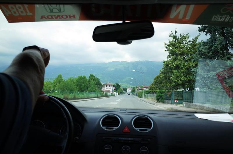 正面の山がピアンカヴァッロ
