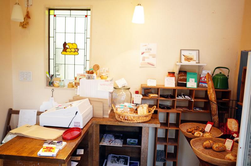 プティ パレ ア ラ メールの1階はパン屋