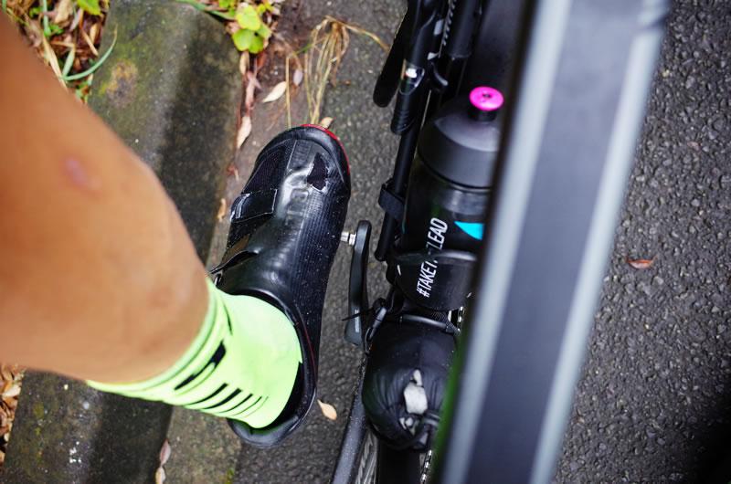 スピードプレイは地面に着く足の側が折れやすい