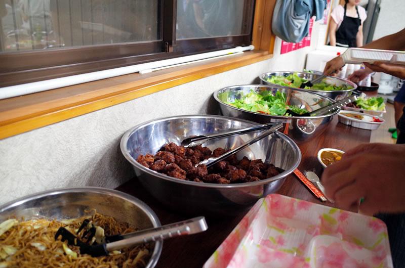 手づくりの郷土料理を山盛り食べられる!
