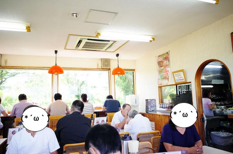 開店直後から大混雑のあぢとみ食堂