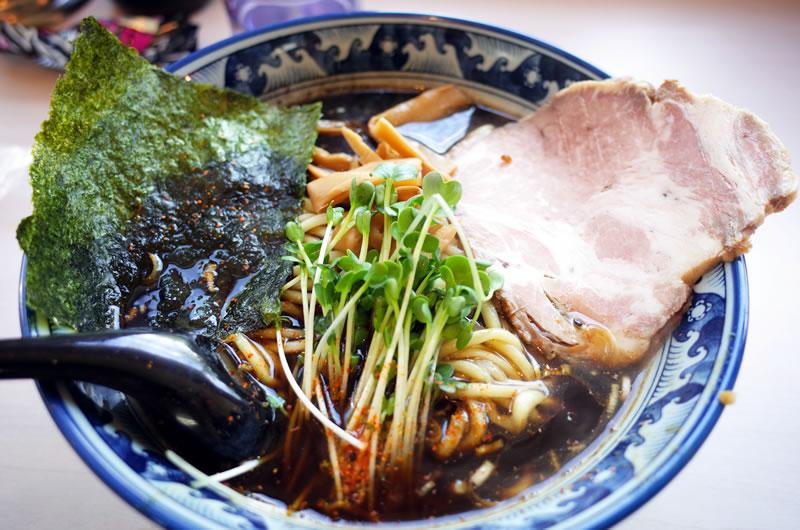 あぢとみ食堂の黒醤油太麺