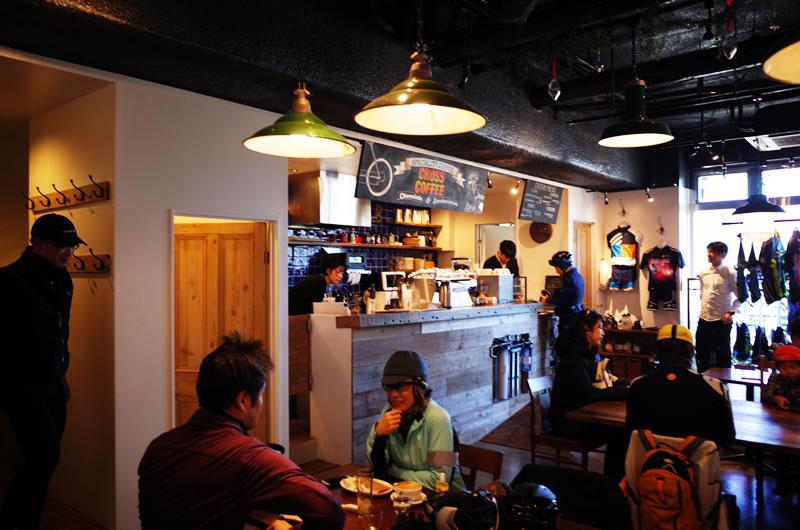 クロスコーヒーは地元の人も多数愛用する素敵なカフェ