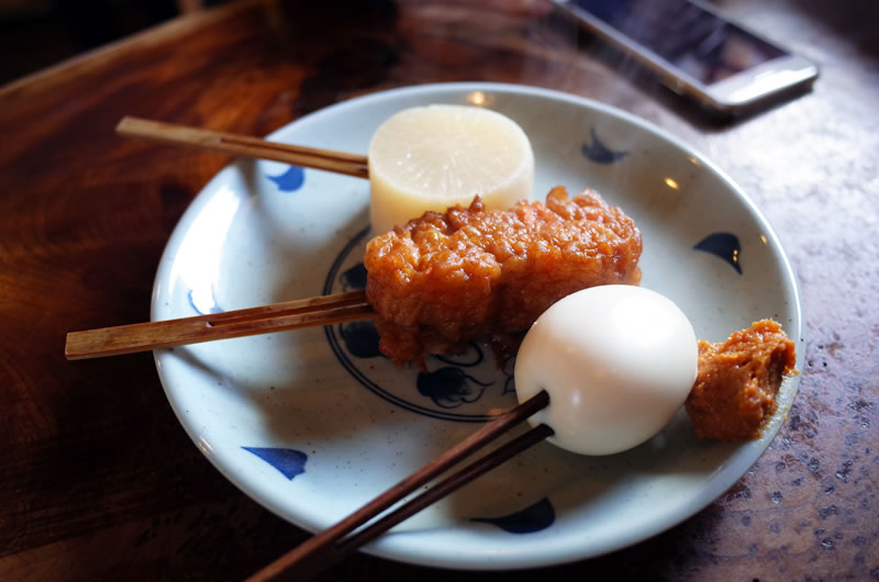白笹うどん多奈加のおでん。1串120円也