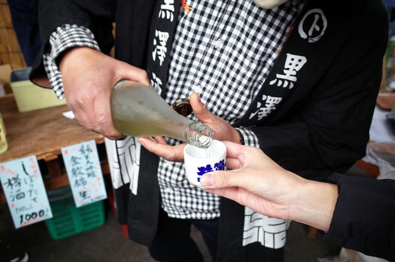 黒澤酒造の日本酒を心行くまで堪能するデゲメン氏
