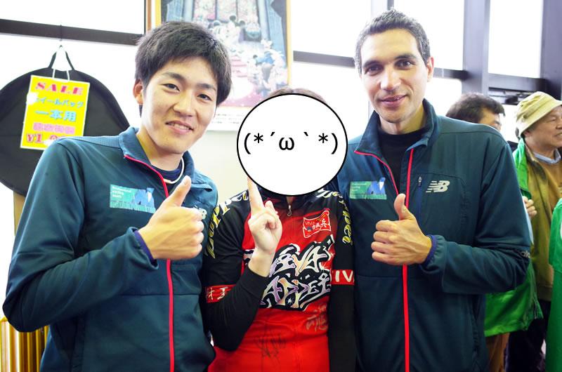 田窪選手とホセ選手とツーショット!