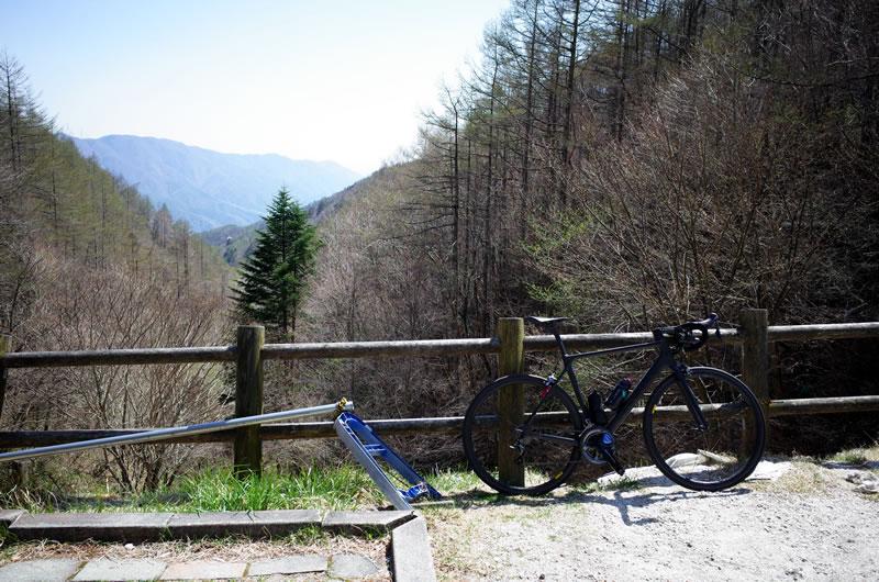何とか柳沢峠の頂上に到着
