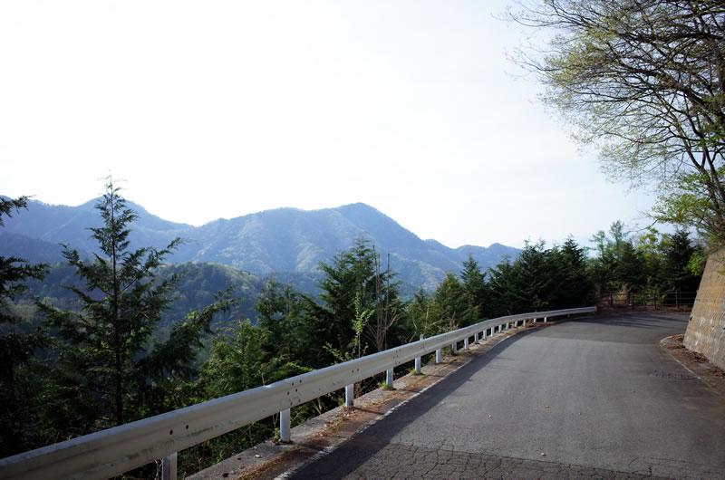 笹子峠の頂上付近は眺望が少し開ける