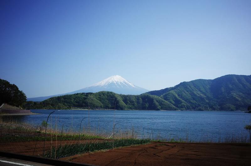 つい先ほどまで上っていた富士山があんな遠くに