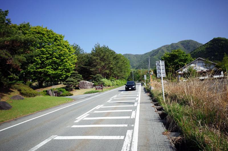 36号線、甲府盆地へ下る道の斜度がヤバい