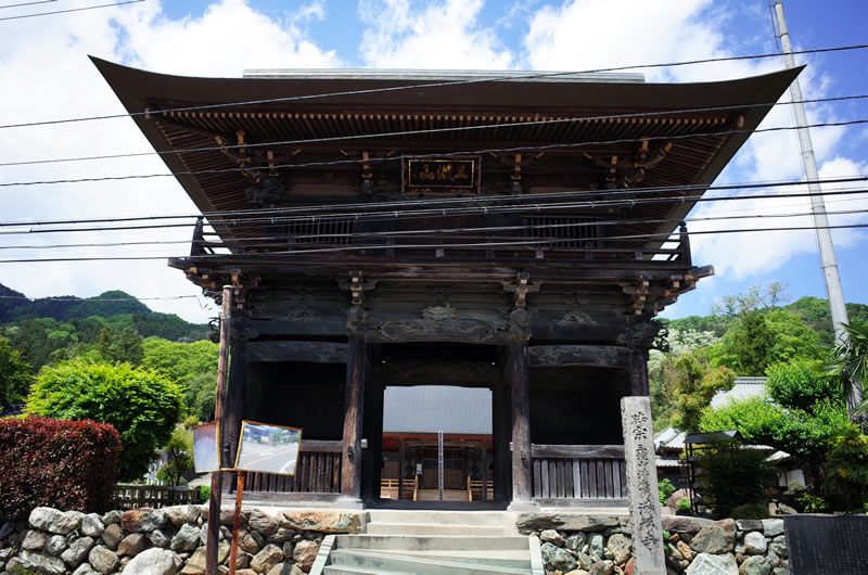 満福寺の山門がこれまた見事!