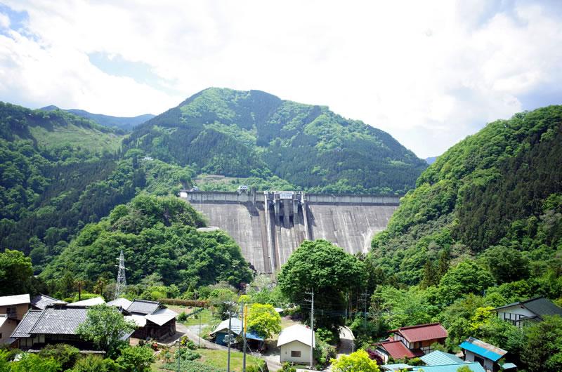 下久保ダムの豪快な風景
