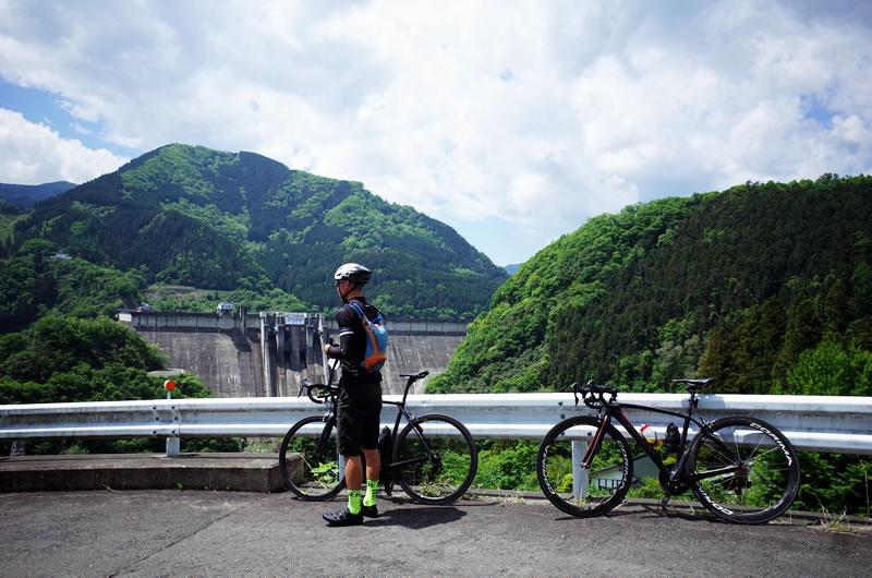 神流湖上流の絶景スポット、下久保ダム・・・に被るオトコ(-_-;)