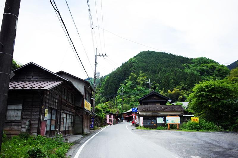 和田峠セグメントはバス停付近から