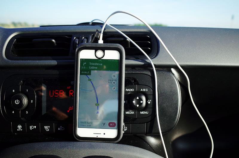 iPhoneでナビするときも充電しながらできて安心
