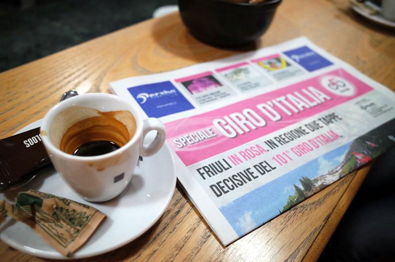 午後はエスプレッソをお茶のようにシバくのがイタリアの定番らしい