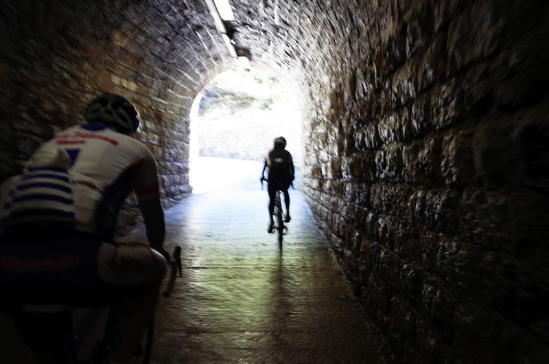 ゾンコランのトンネルは自動点灯