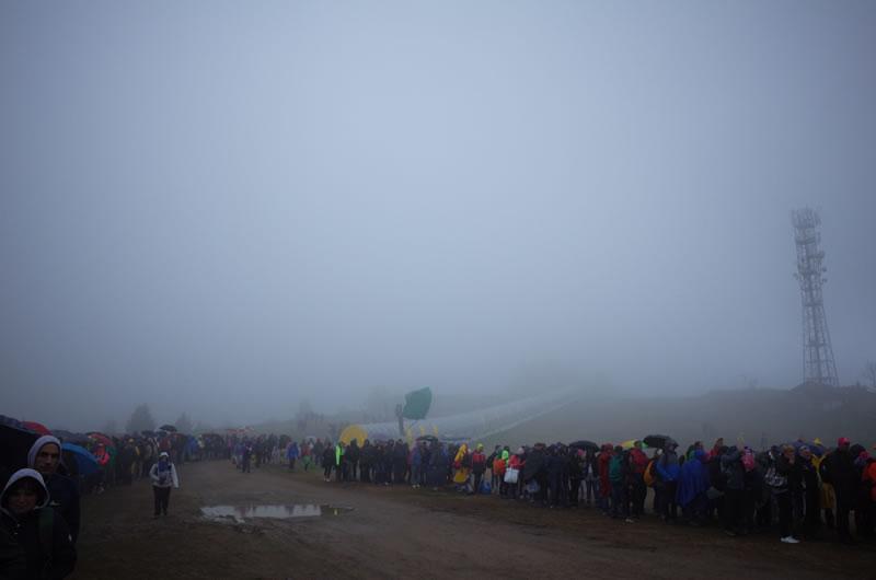 山頂ゴールの帰りは大行列も大行列、カオスが当たり前(; ・`д・´)