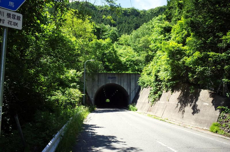 背嶺峠のゴール地点。トンネルがあります