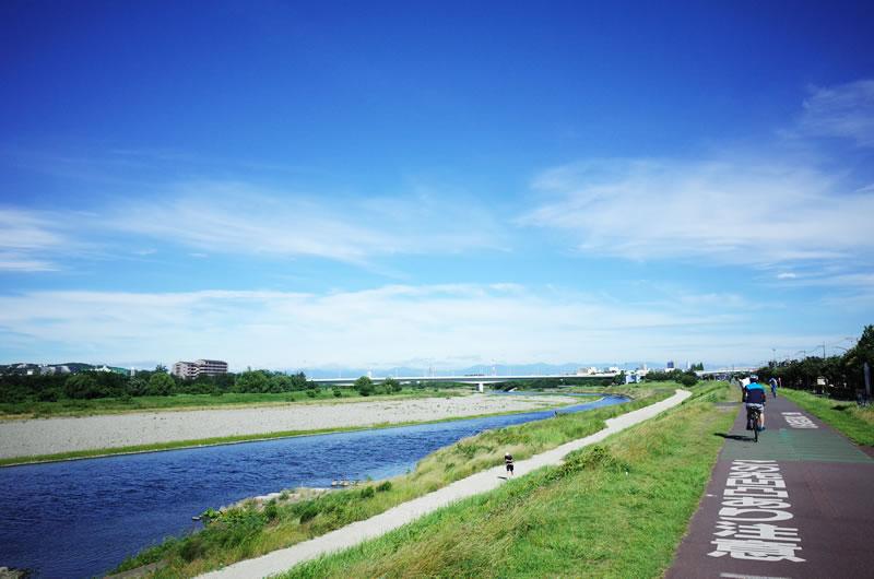 梅雨明け直後の多摩川サイクリングロードは超いい天気!