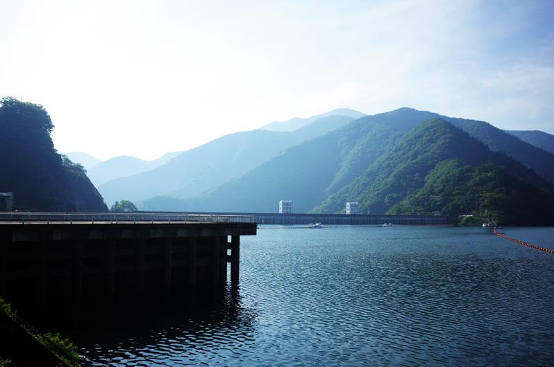 豪雨の影響か、奥多摩湖の水量は豊富