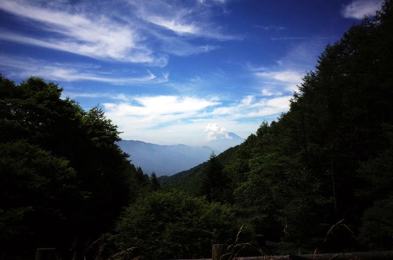 柳沢峠を下るには試練があります。。。