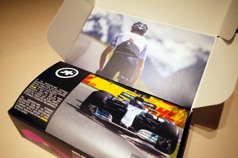 F1チームのフィットネス向上に貢献するアソスのビブショーツ