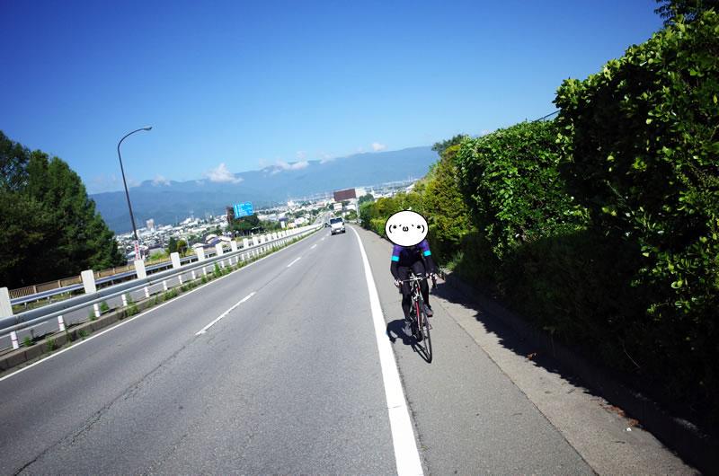 いざ塩尻峠へ! 斜度緩く道幅広く走りやすい