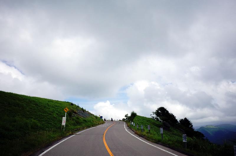 山の頂へ続くビーナスライン