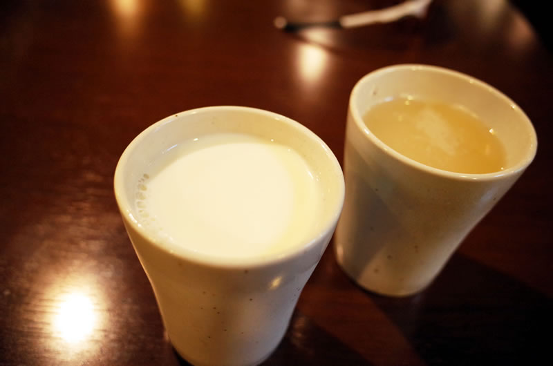 砂利道を歩くか、峠を2本追加するか牛乳に相談だ
